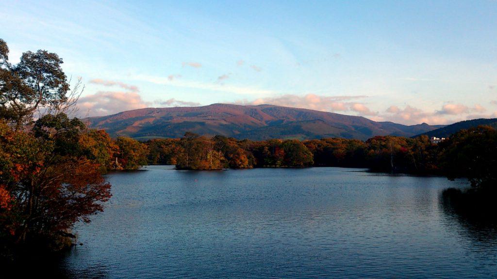 大沼国定公園の紅葉見頃は10月中旬~11月上旬「駒ヶ岳と湖の紅葉」が美しい