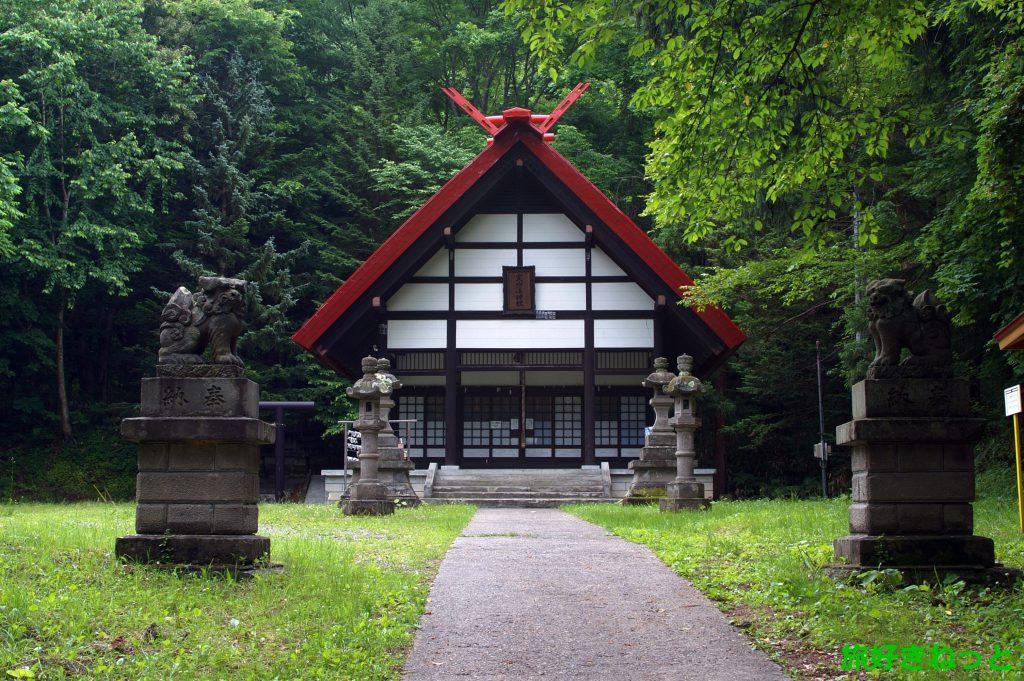 『定山渓神社』御朱印はないがスタンプあり・冬の雪灯籠が人気の神社
