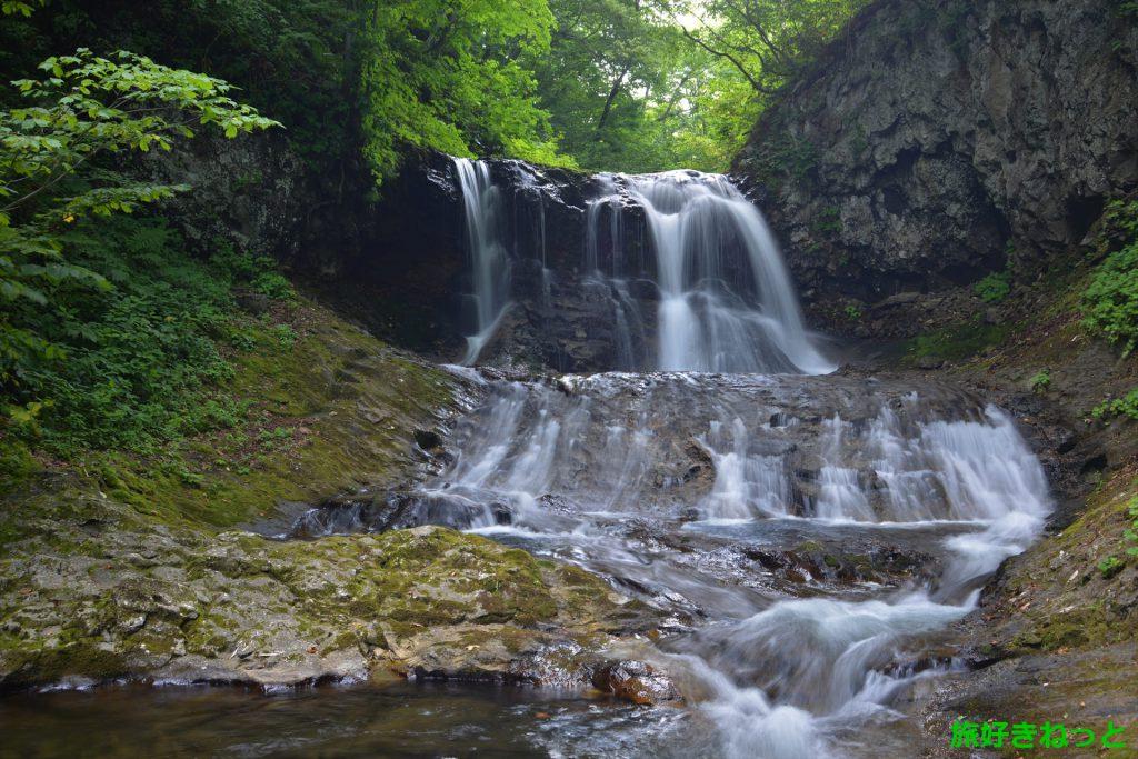 昼間の平和の滝は自然を感じる癒しスポット!手稲山の登山口もあるよ