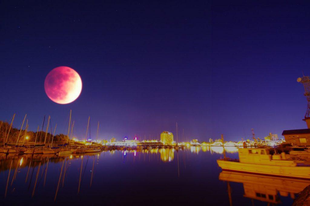 2021年スーパームーン(満月)&皆既月食の時間や方角は?カメラを持って撮影に行こう